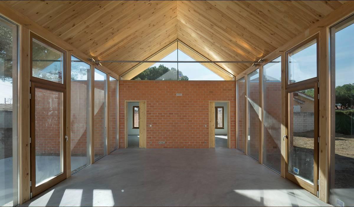 interior-salon-acristalado-casa-Pinar-de-Antequera-arquitectura