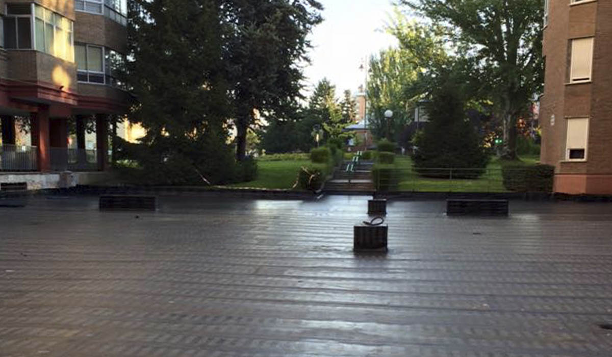 aislando-suelo-patio-comunidad-de-vecino-tela-asfaltica