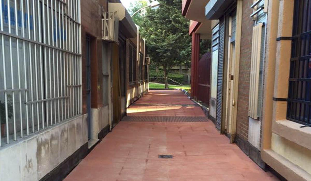 aislando-y-adoquinando-pasillo-urbanizacion-san-pio