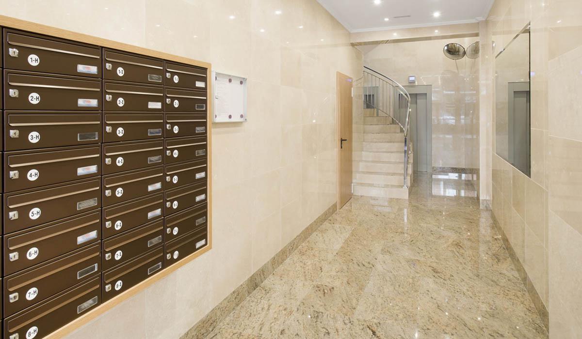aspecto-portal-reformado-calle-cerrada-con-bajada-ascensores-cota-cero