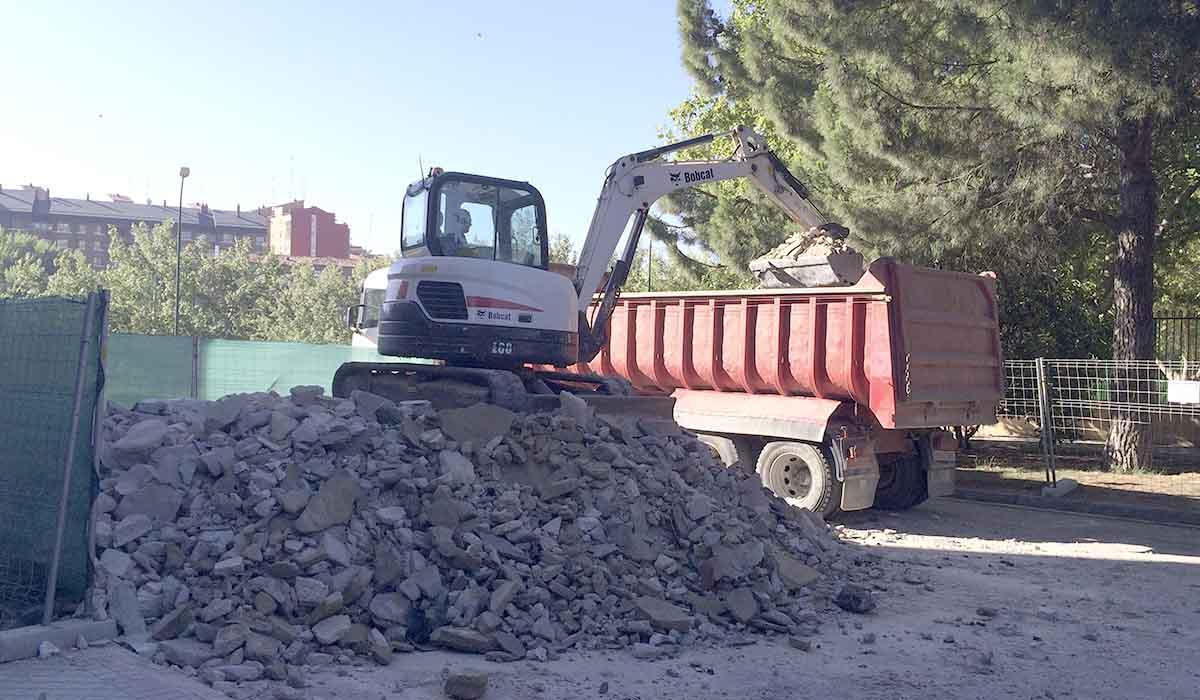 desescombro-tras-demolicion-construccion-deteriorada-defectuosa