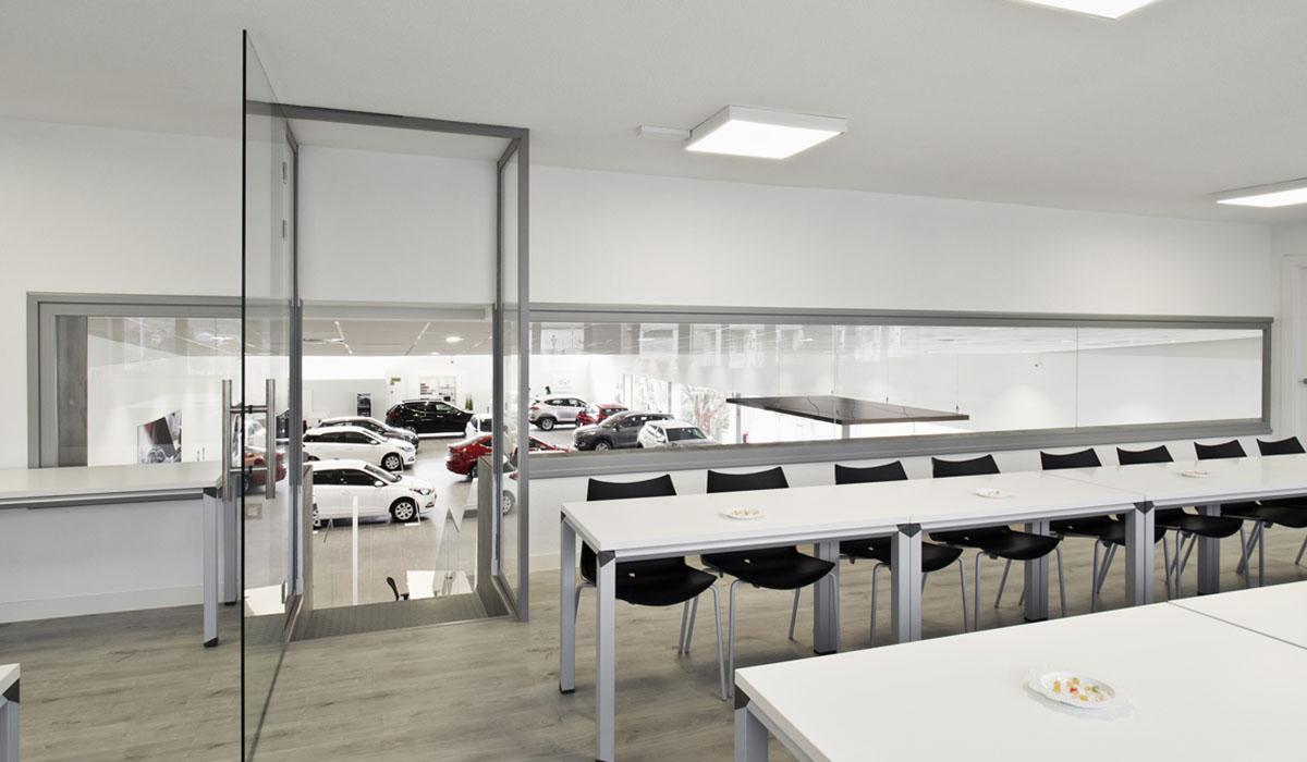 detalle-obra-terminada-sala-reuniones-comerciales-concesionario-coches