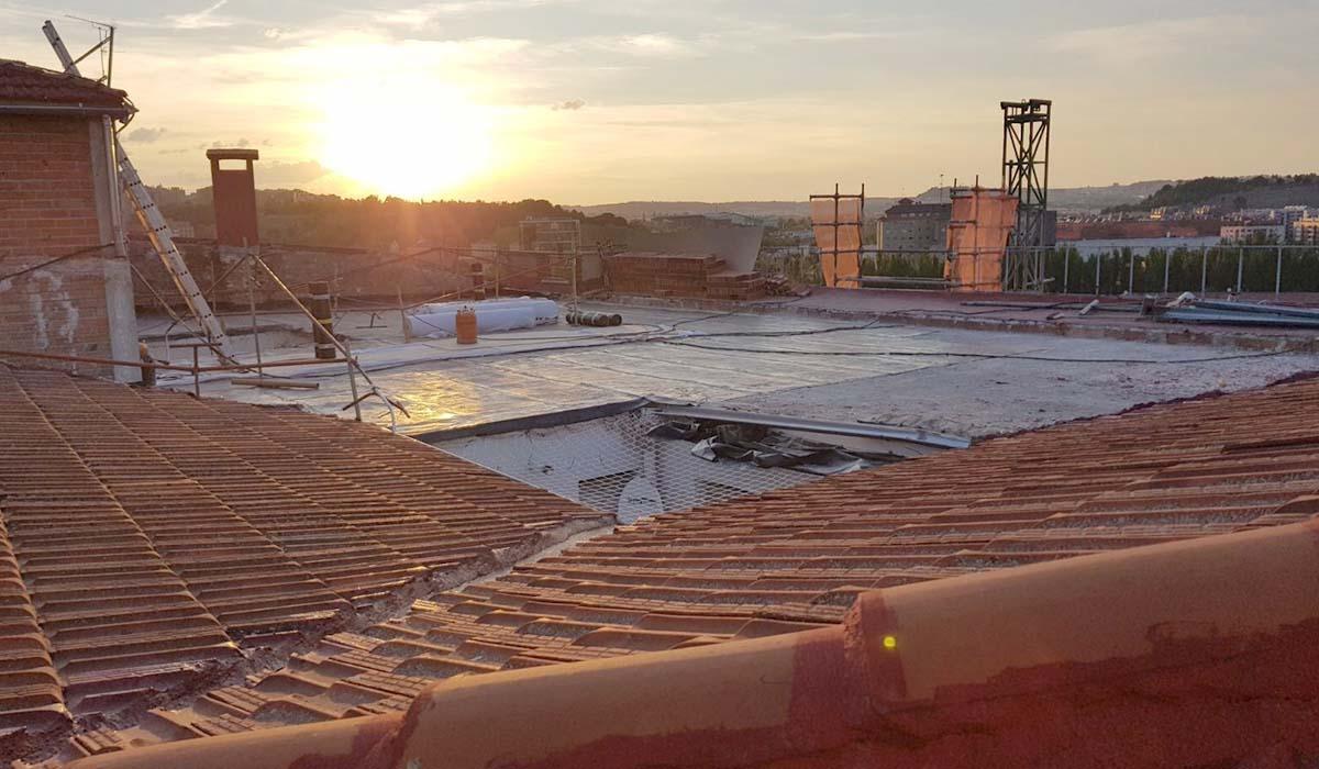 durante-demolicion-antigua-cubierta-edificio-Puente-Colgante-Valladolid