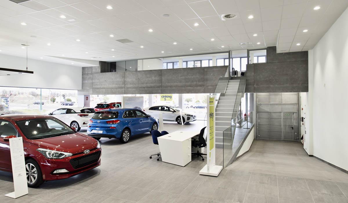exposicion-coches-y-sala-reuniones-concesionario-Valladolid