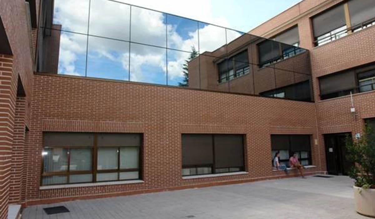 muro-cortina-construido-fachada-trasera-UFV-Madrid