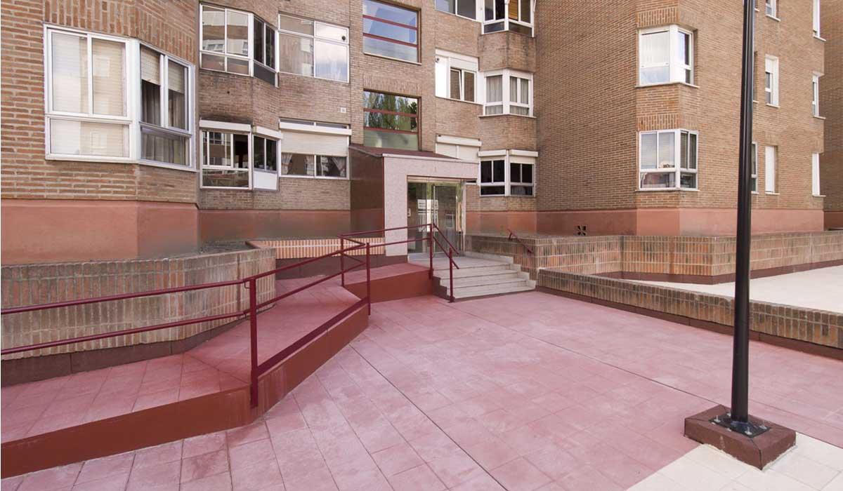 obra-eliminacion-barreras-arquitectonicas-acceso-portal-San-Pio