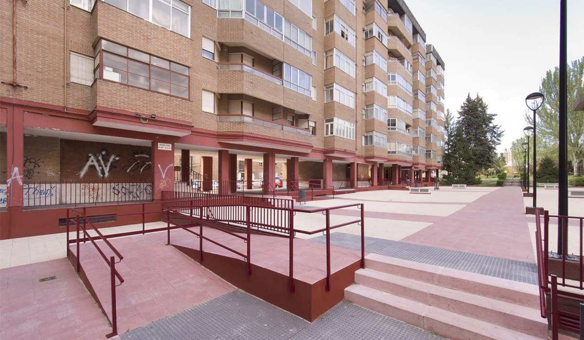 rehabilitacion-espacios-comunes-urbanizacion-San-Pio-rampa