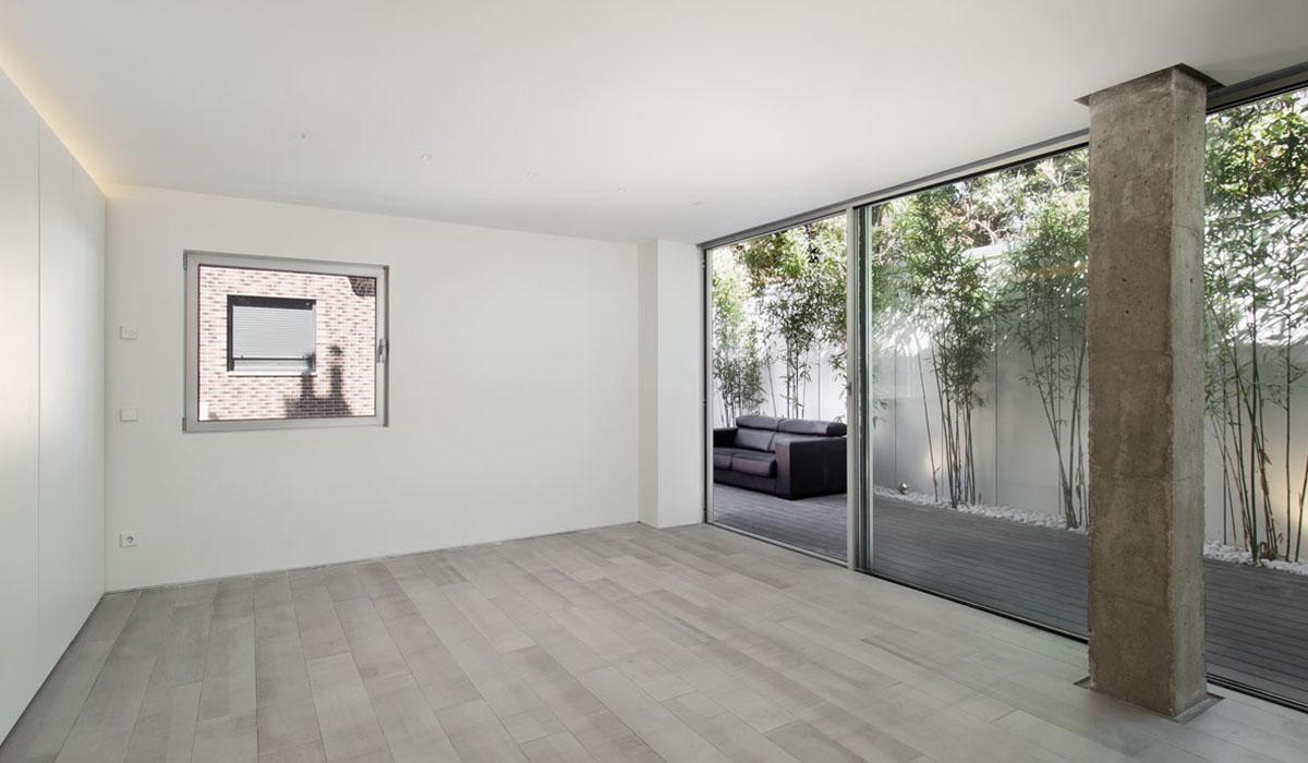 salon-luminioso-moderno-reforma-pareado-Valladolid