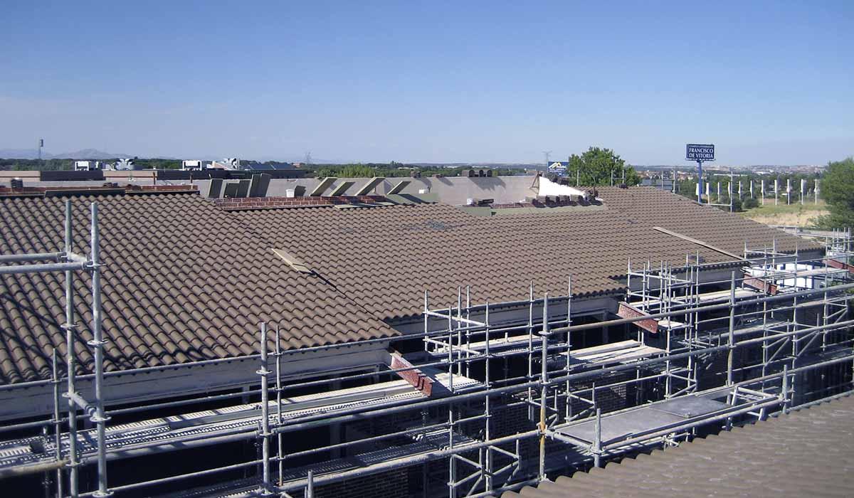 terminado-colocar-tejas-en-nueva-cubierta-UFV