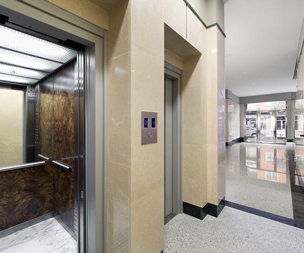 Bajada cota cero ascensor calle Alamillos Valladolid