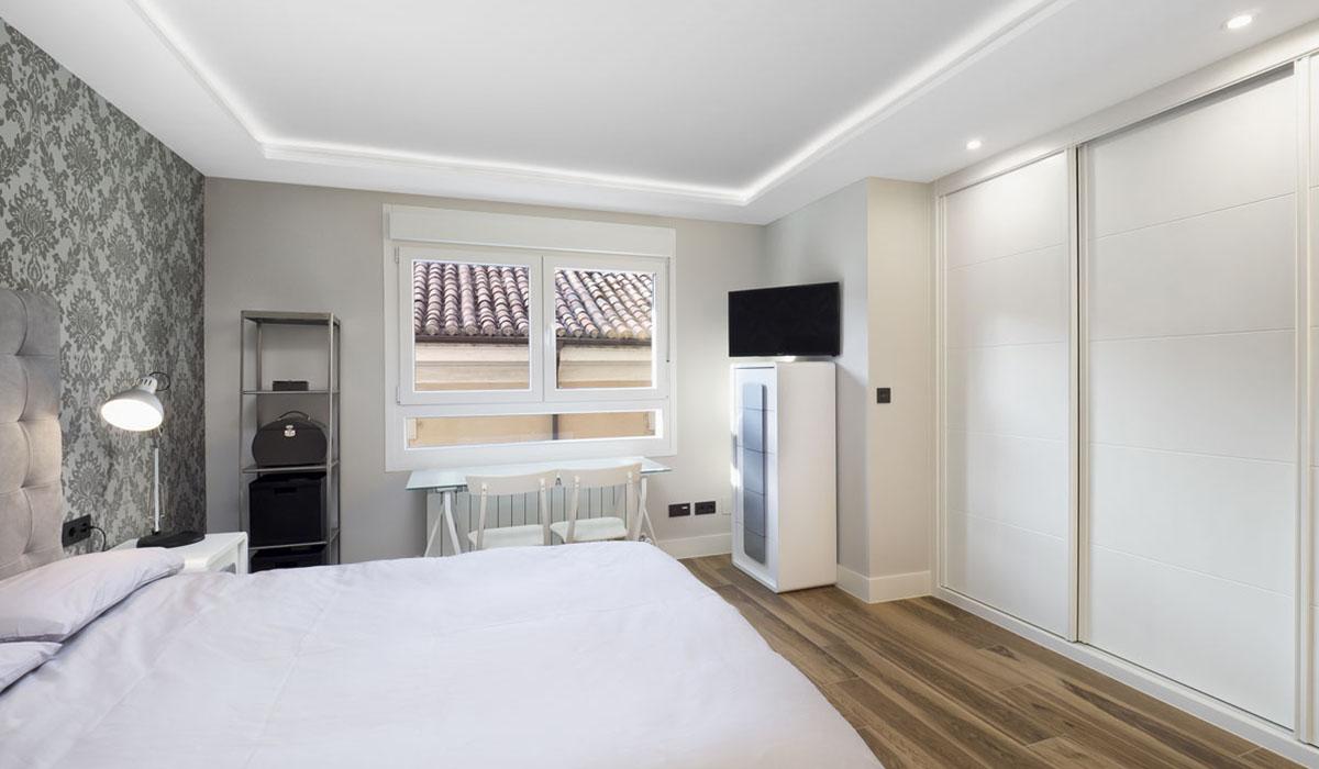 dormitorio-luz-indirecta-reforma-piso-calle-Felipe-II-Valladolid