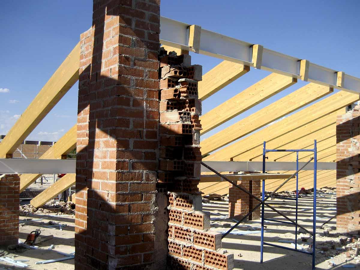 Estructura de la cubierta del tejado Demolición durante la reforma