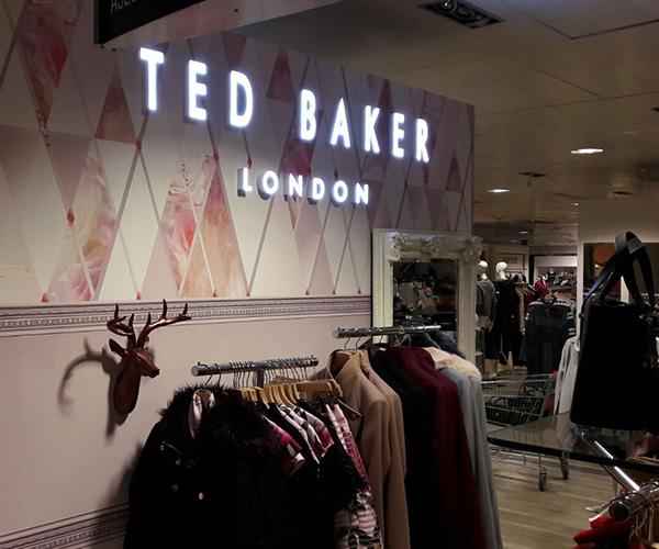 Obra adecuacion corner espacio comercial Ted Baker London El Corte Ingles