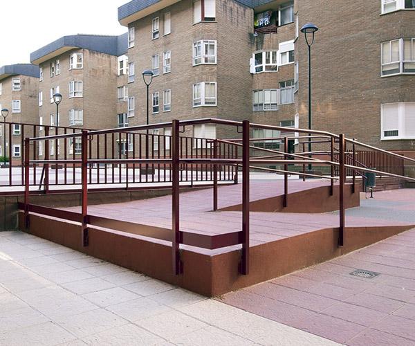 Obra rampa eliminacion barreras arquitectonicas urbanizacion San Pio