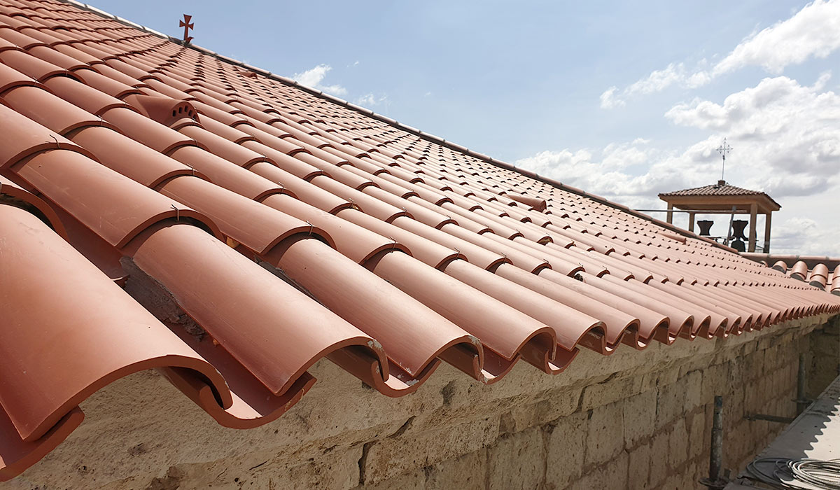 Rehabilitación del tejado de la iglesia en Valdestillas