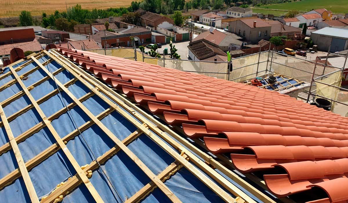 Rehabilitación por pasos del tejado de la iglesia de Valdestillas